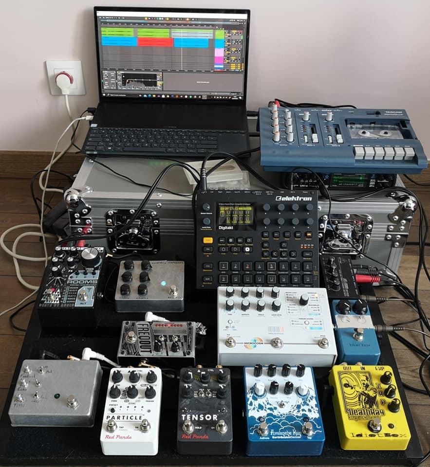 Guitar pedals, Elektron Digitakt, cassette recorder, laptop with Ableton Live.